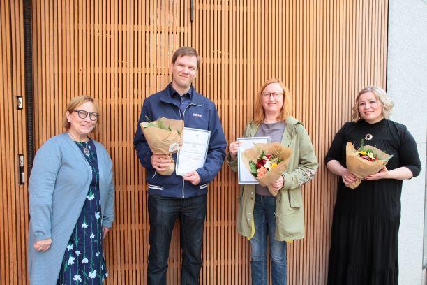 Kristina Stenman och finalisterna med blombuketter